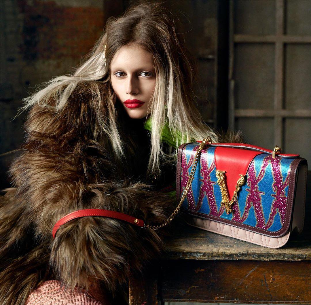 Кайя Гербер кардинально сменила образ в новой рекламной кампании Versace-Фото 1