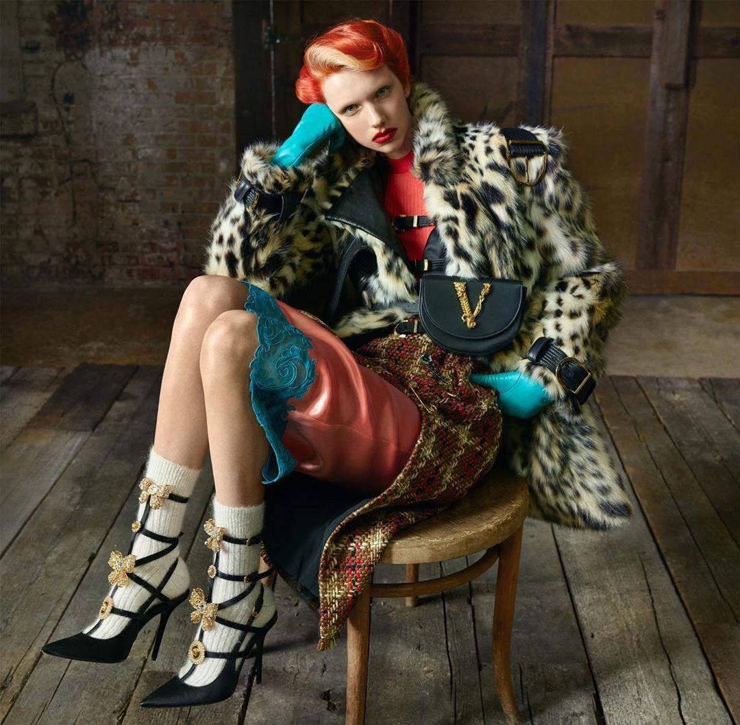 Кайя Гербер кардинально сменила образ в новой рекламной кампании Versace-Фото 3