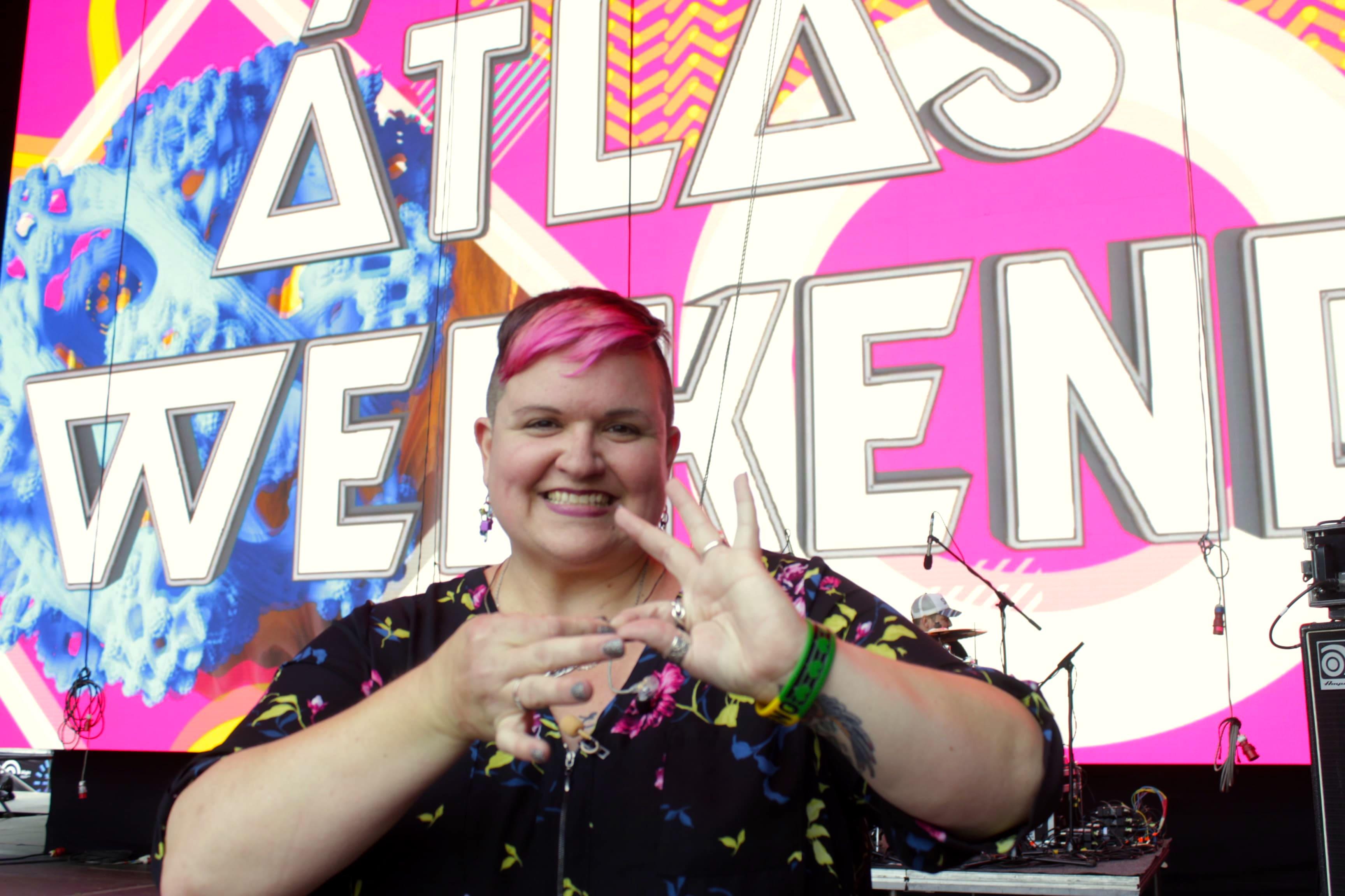 Girl power: Амбер Галловей Гальего о переводе музыки на жестовый язык-Фото 1