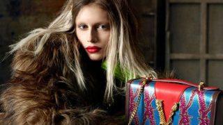 Кайя Гербер кардинально сменила образ в новой рекламной кампании Versace-320x180
