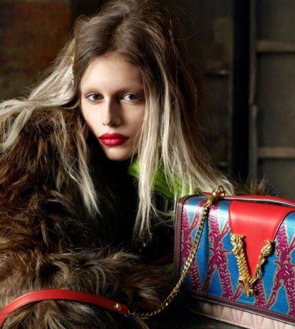 Кайя Гербер кардинально сменила образ в новой рекламной кампании Versace-430x480
