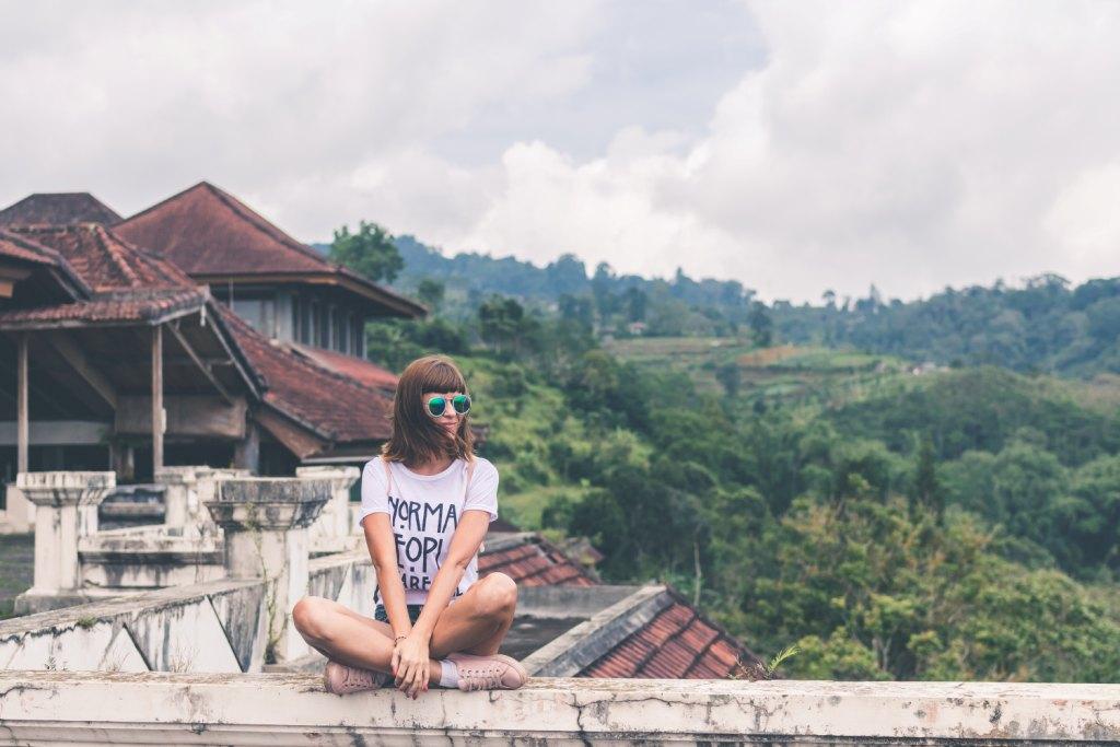 9 туристических привычек, которые не стоит делать во время путешествия-Фото 3