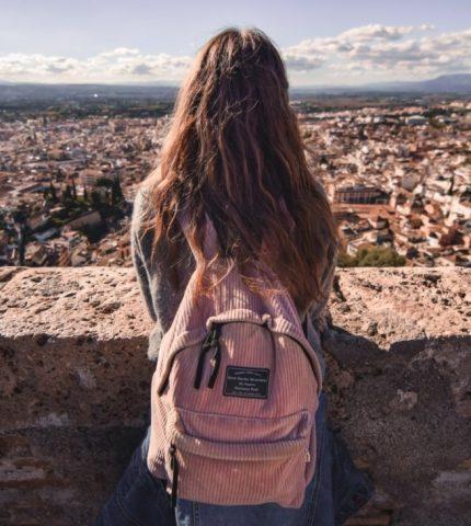 9 туристических привычек, которые не стоит делать во время путешествия-430x480