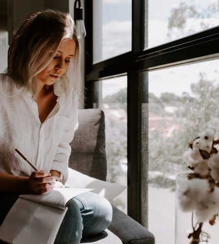 Как справиться со стрессом на работе: 5 советов-430x480