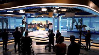 Тизер сериала «Утреннее шоу» с Дженнифер Энистон и Риз Уизерспун-320x180