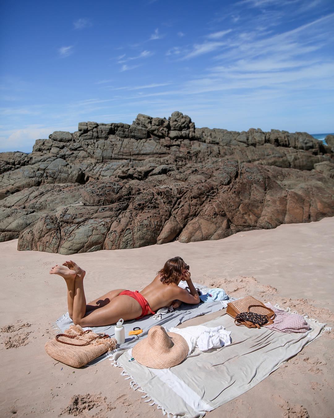 Собираемся на пляж: что должно быть в вашей сумке-Фото 1