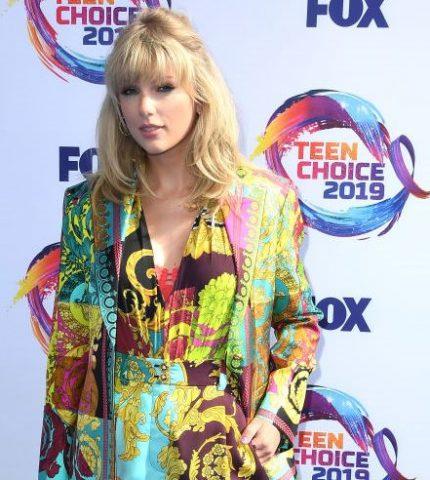 Teen Choice Awards 2019: Тейлор Свифт получила награду «Icon Awards»-430x480