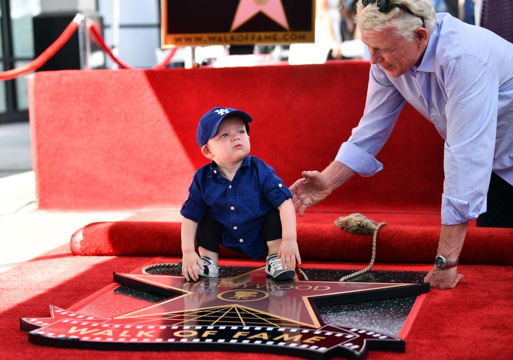 Кирстен Данст получила свою звезду на «Аллее славы» и впервые показала сына-Фото 2