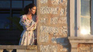 Модель Алла Шереметьева примерила наряды Couture De Fleur в мини-фильме о лете-320x180