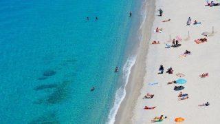Собираемся на пляж: что должно быть в вашей сумке-320x180