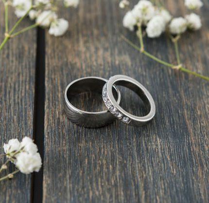 Ювелирные свадебные тренды этого сезона: украшения и обручальные кольца-430x480