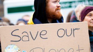 Во всем мире проходят акции в рамках Глобального климатического страйка-320x180