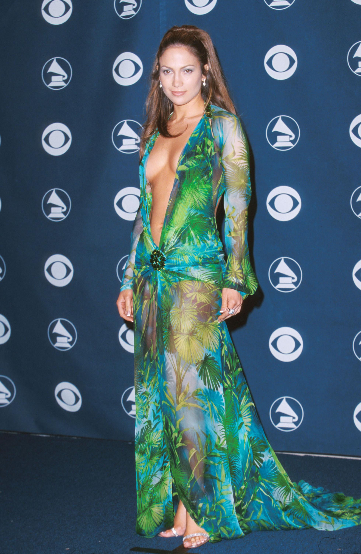 Дженнифер Лопес закрыла показ Versace в легендарном платье-Фото 2