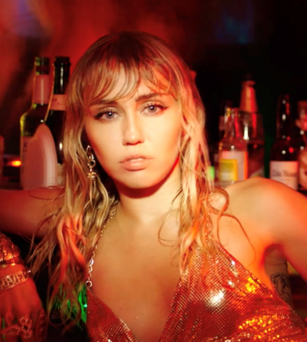 Опять о Лиаме? Майли Сайрус выпустила клип на песню «Slide Away»-430x480