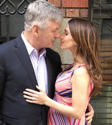 61-летний актер Алек Болдуин станет отцом в шестой раз-430x480