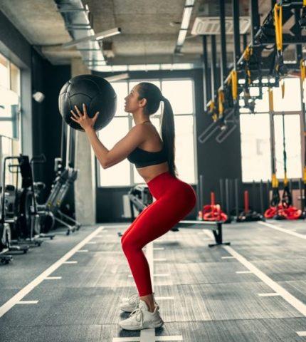 Почему девушкам не стоит бояться силовых тренировок?-430x480