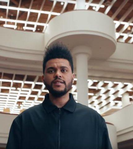 The Weeknd и Адам Сэндлер дерутся в трейлере «Неограненные драгоценности»-430x480