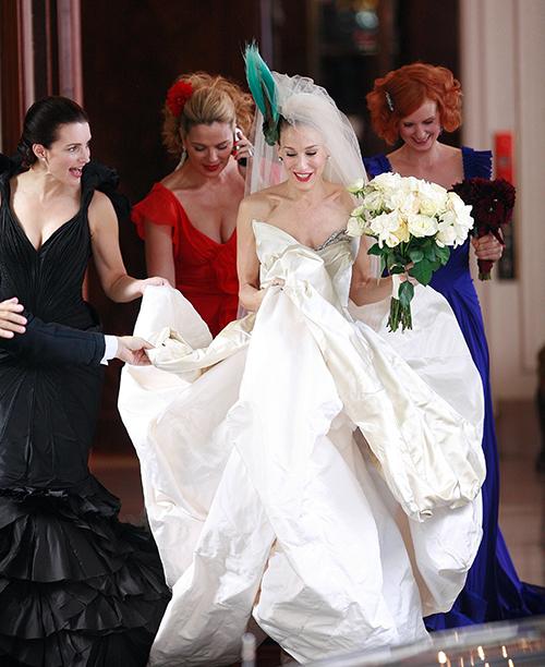 Невестам на заметку: самые актуальные свадебные наряды будущего сезона-Фото 1