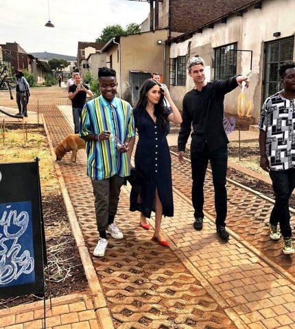 Меган Маркл посетила творческие группы в Йоханнесбурге-430x480