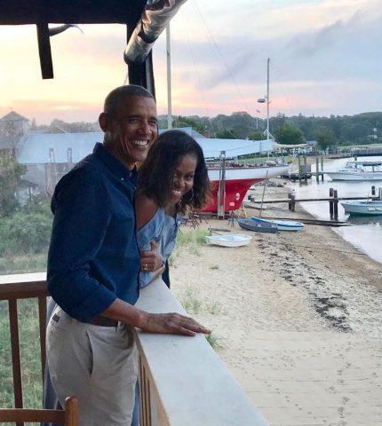 Барак и Мишель Обамы отпраздновали 27-ю годовщину свадьбы-430x480
