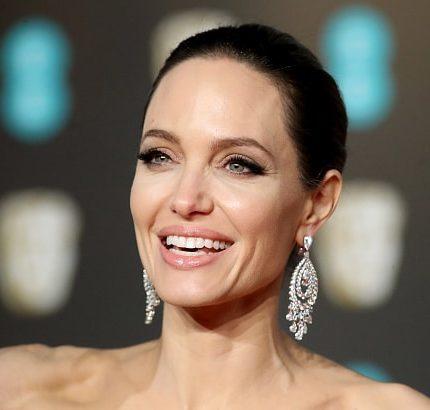 Анджелина Джоли о состоянии после развода, любви и детях-430x480