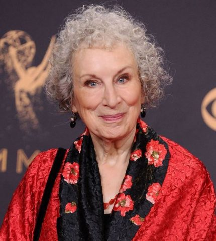 Букеровскую премию 2019 вручили сразу двум писательницам — Маргарет Этвуд и Бернардин Эваристо-430x480
