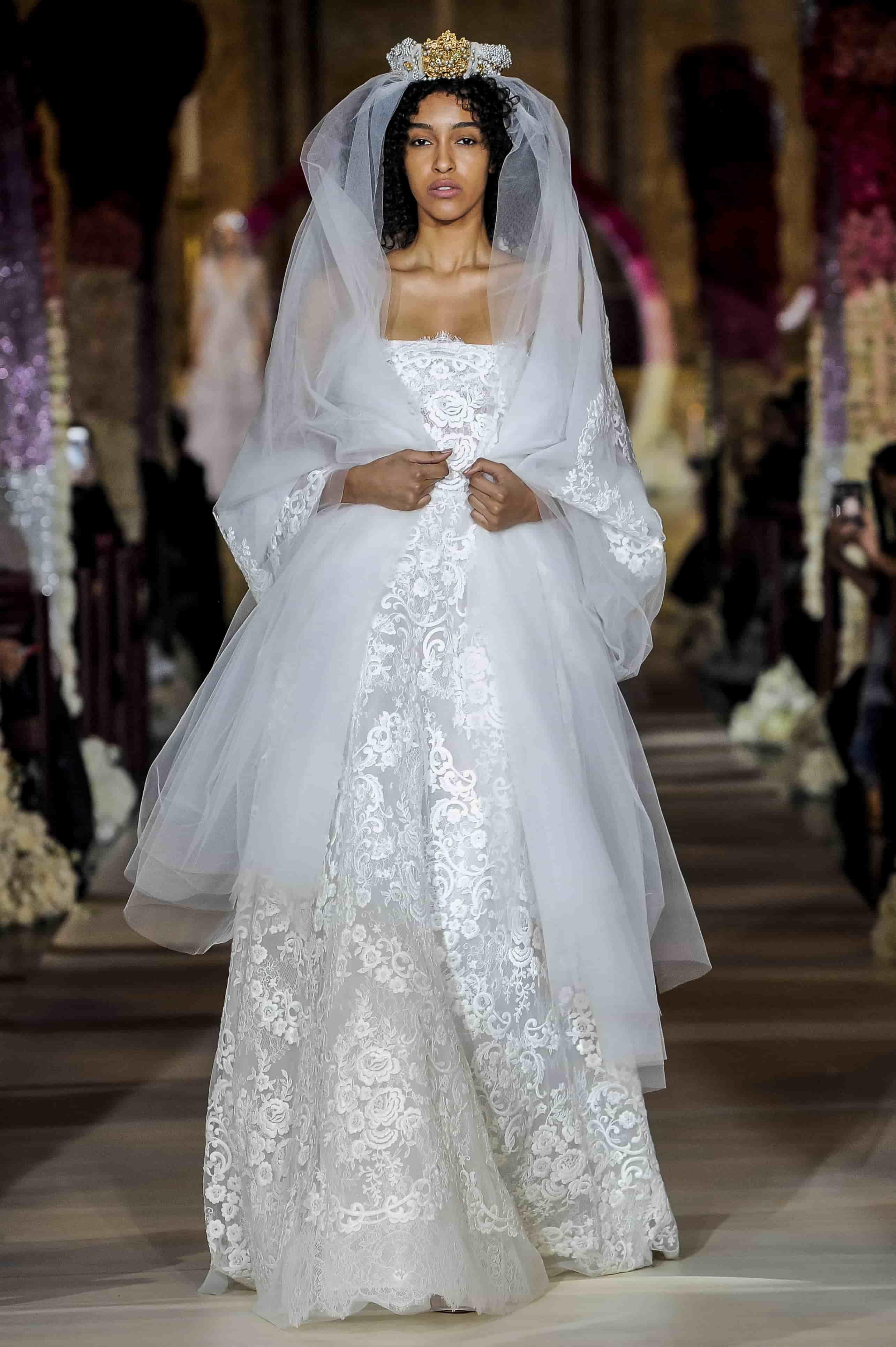 Невестам на заметку: самые актуальные свадебные наряды будущего сезона-Фото 3