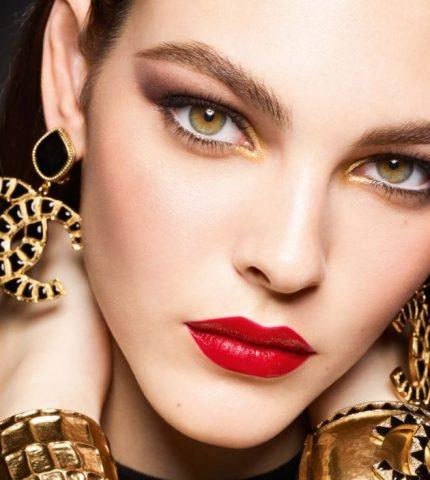 Сhanel представили новогоднюю коллекцию декоративной косметики-430x480