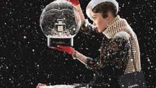 Лили-Роуз Депп снялась в новогодней рекламе Сhanel-320x180