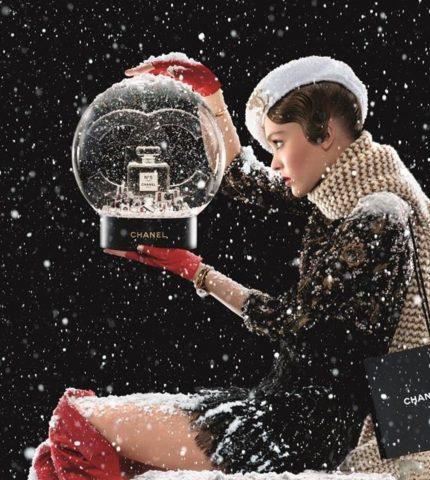 Лили-Роуз Депп снялась в новогодней рекламе Сhanel-430x480