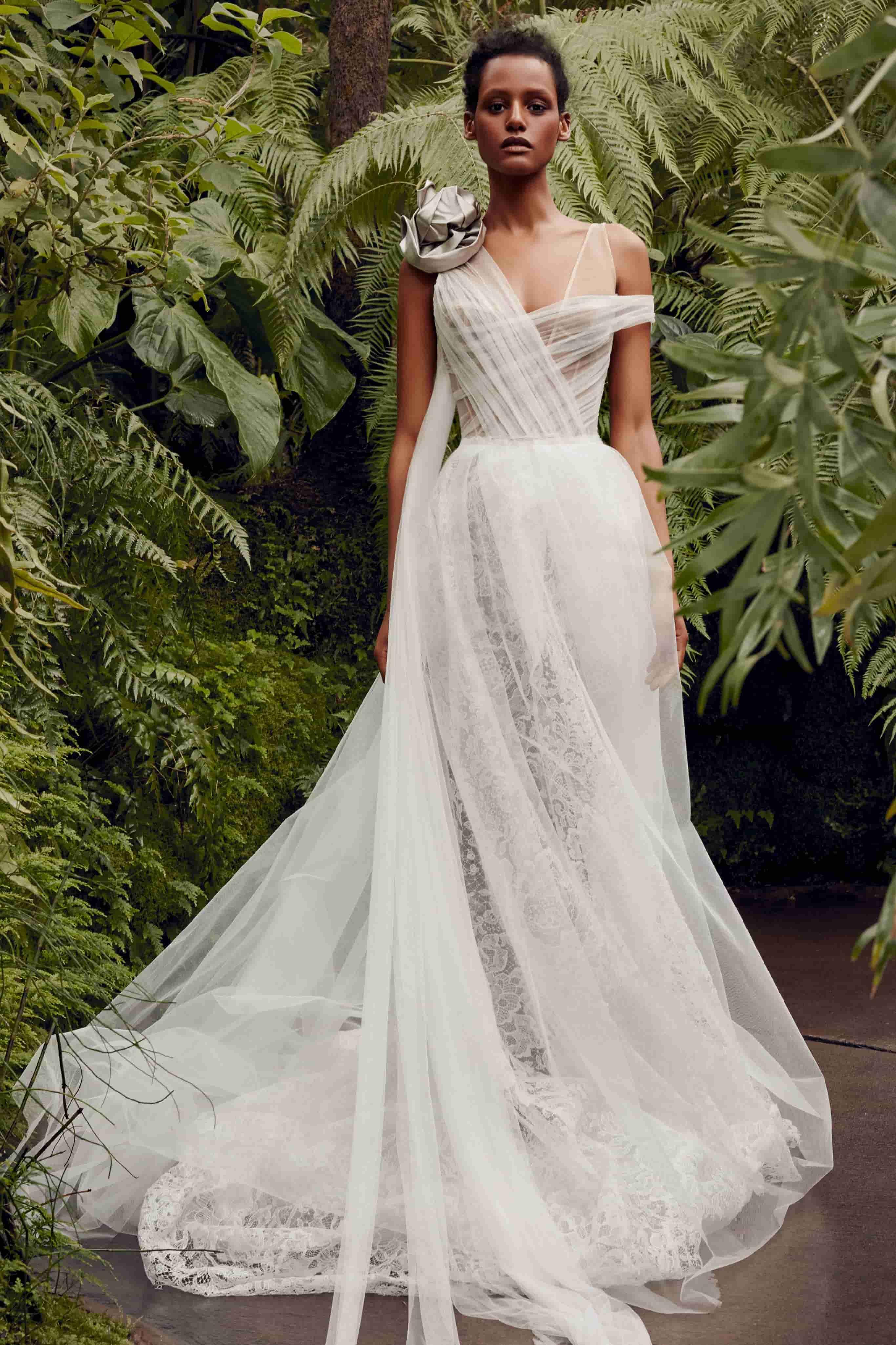 Невестам на заметку: самые актуальные свадебные наряды будущего сезона-Фото 5
