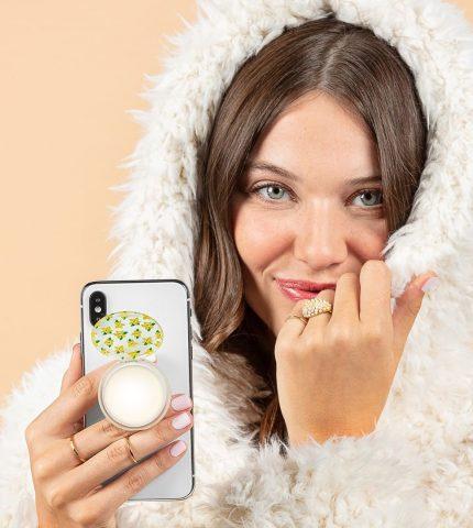 Бренд PopSockets выпустил держатель для телефона в виде бальзама для губ-430x480