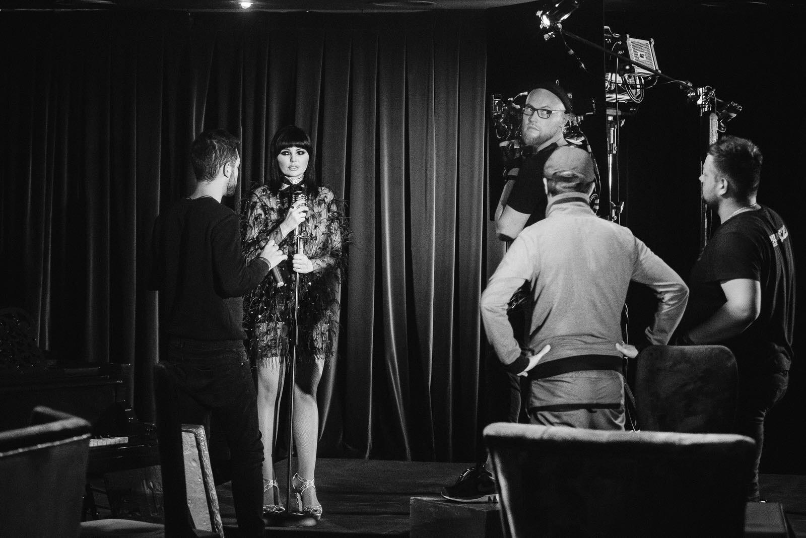 Аня Жулина презентовала дебютный клип на песню «Женщина в шоколаде»-Фото 1