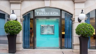 LVMH приобрел Tiffany & Co за рекордную сумму-320x180