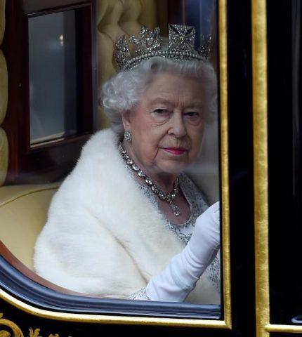 Королева Елизавета II откажется от натурального меха-430x480