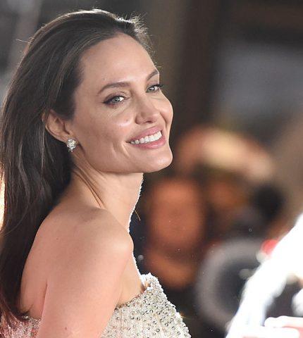 Анджелина Джоли начала ходить на свидания после расставания с Питтом-430x480
