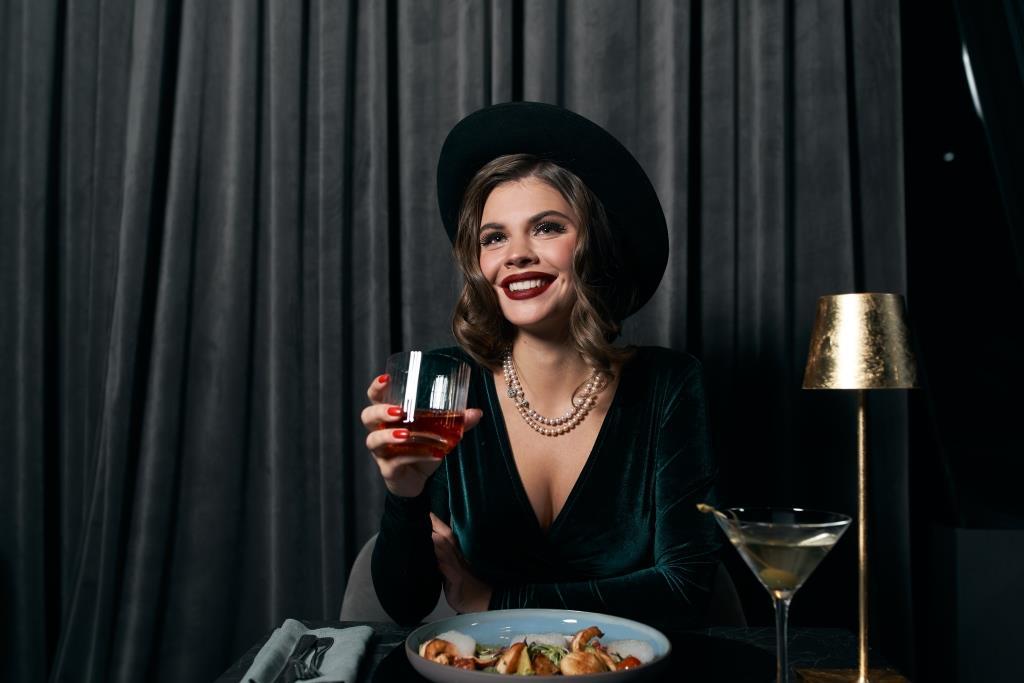 Новый год в стиле нуар в 11 Mirrors Rooftop Restaurant & Bar-Фото 2