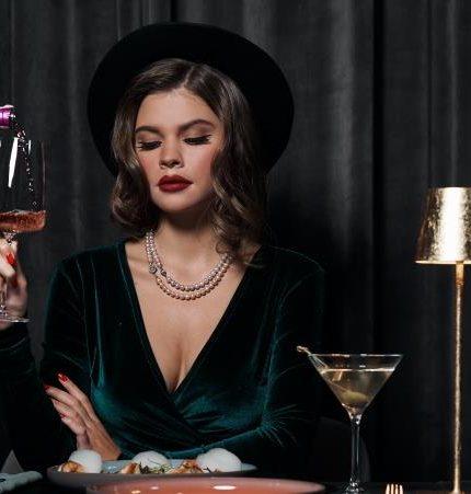 Новый год в стиле нуар в 11 Mirrors Rooftop Restaurant & Bar-430x480