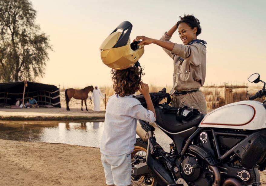 Гвинет Пэлтроу, Кейт Хадсон и Зои Салдана стали звездами фильма о Дубае «Полет истории»-Фото 5