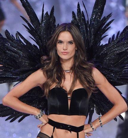 Пранкер на показе Chanel и отмена шоу Victoria's Secret: главные модные скандалы 2019 года-430x480