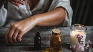 Эфирные масла, которые помогут побороть чувство тревожности-320x180