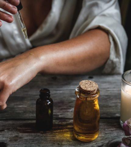 Эфирные масла, которые помогут побороть чувство тревожности-430x480