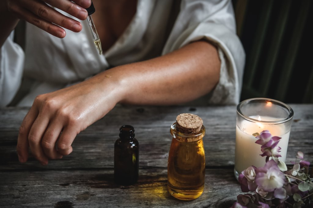 Эфирные масла, которые помогут побороть чувство тревожности-Фото 2