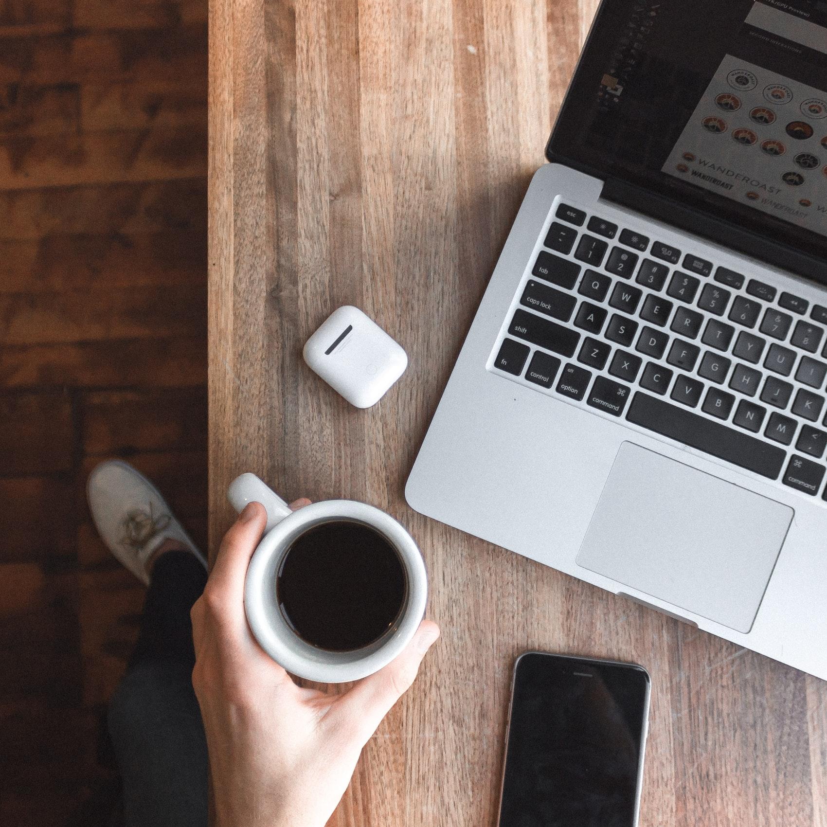 фотоконкурсе красивая картинка ноутбук и кофе сразу, после