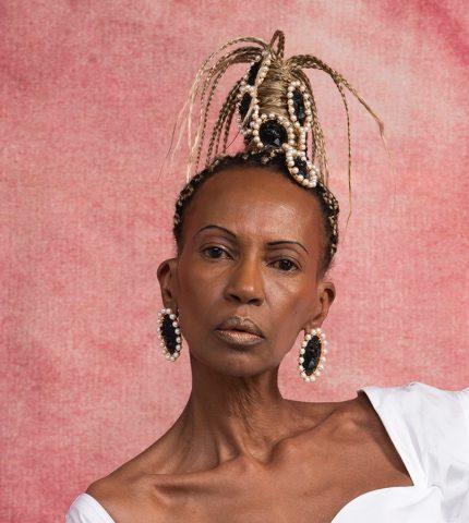 Рианна посвятила коллекцию украшений красоте темнокожих женщин-430x480