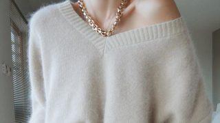 Как выбрать свитер и выглядеть в нем максимально женственно?-320x180
