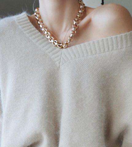 Как выбрать свитер и выглядеть в нем максимально женственно?-430x480