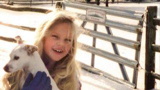 Тейлор Свифт выпустила рождественский клип с архивными кадрами из своего детства-320x180