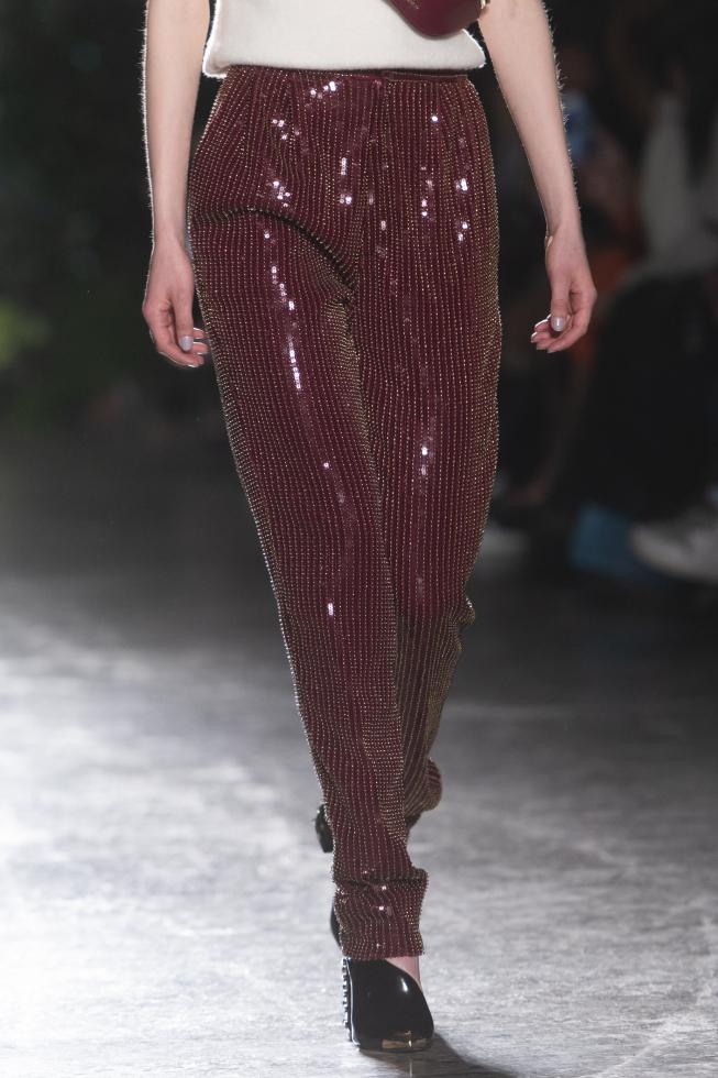 Нестандартные идеи для новогоднего образа: брюки, шорты и комбинезоны-Фото 3