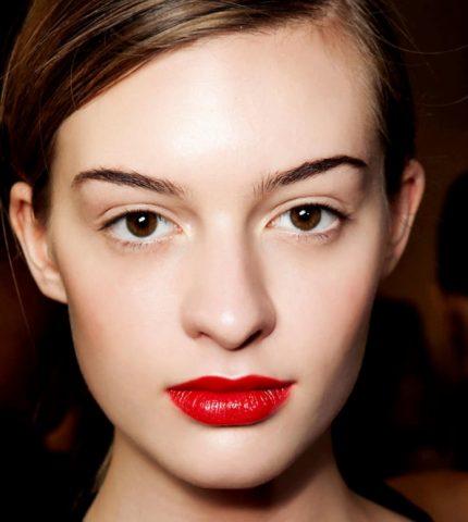 Как сделать новогодний макияж стойким: 7 лайфхаков-430x480